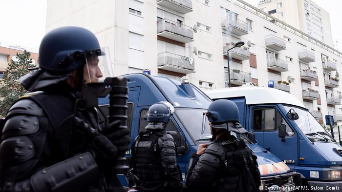 法国警察杀人.jpg
