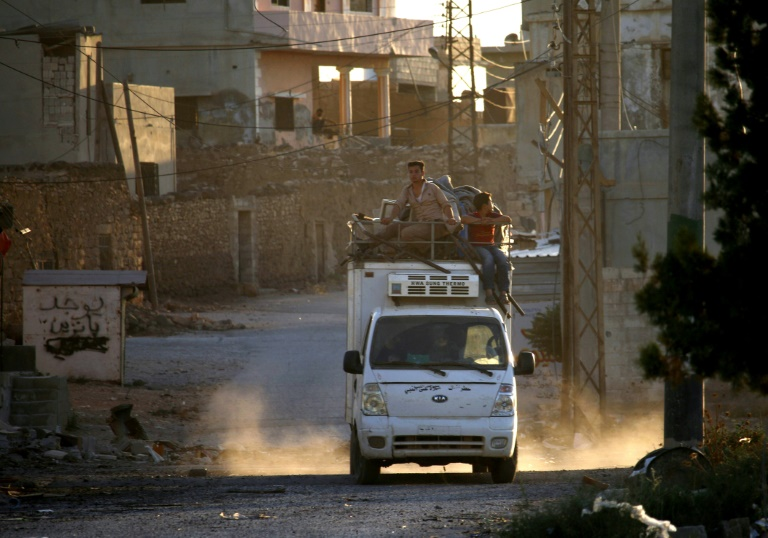 Thousands head home in south Syria after ceasefire deal