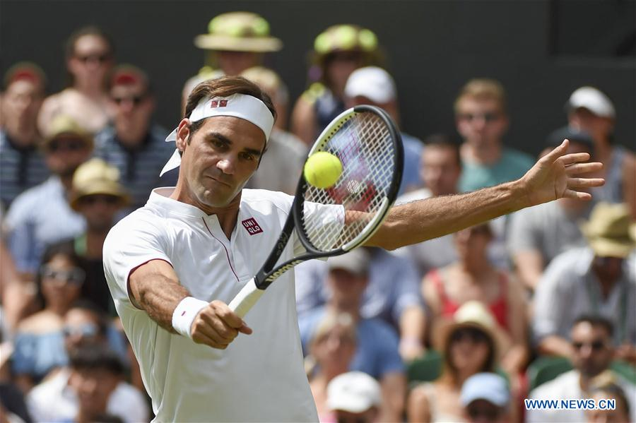 Federer beats Mannarino 3-0 at Wimbledon Championships