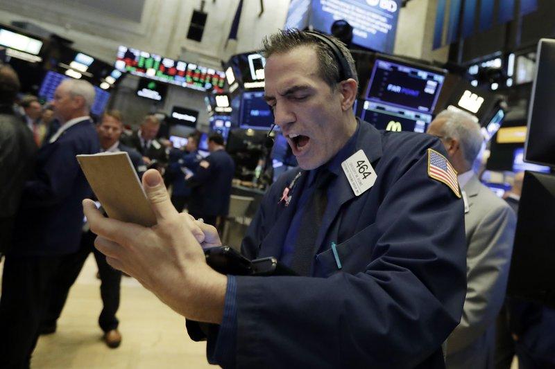 US stocks close lower amid US-China trade tensions