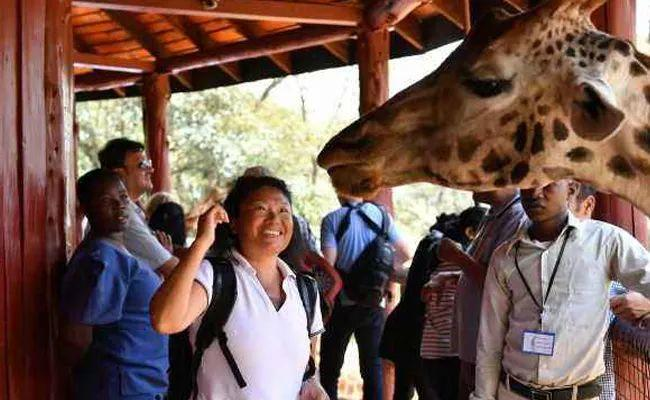 Chinese travelers flock to Africa for cooler climates