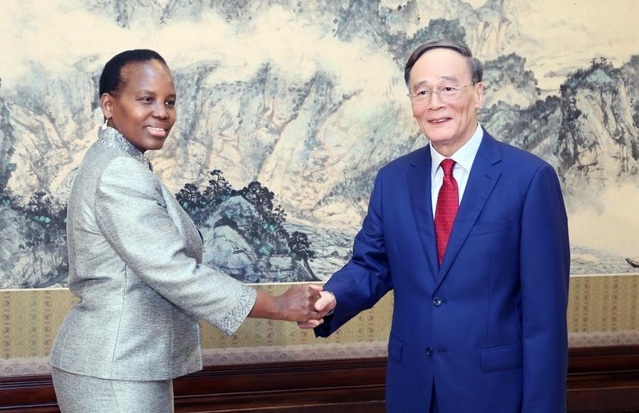 Chinese vice president meets Botswana FM