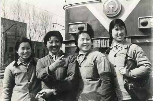 Female Workers Contribute to Growth of N China Railway for 60 Yrs
