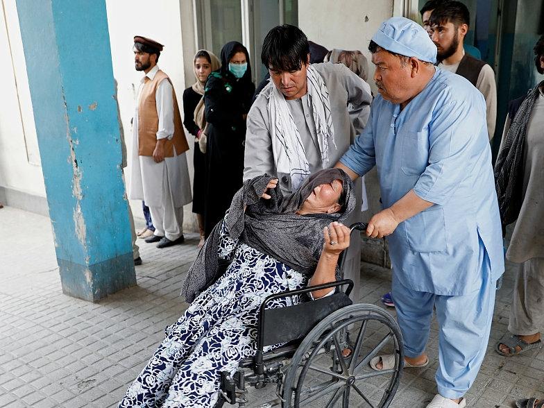 8 killed, 17 injured in bomb attack near gov't ministry in Kabul