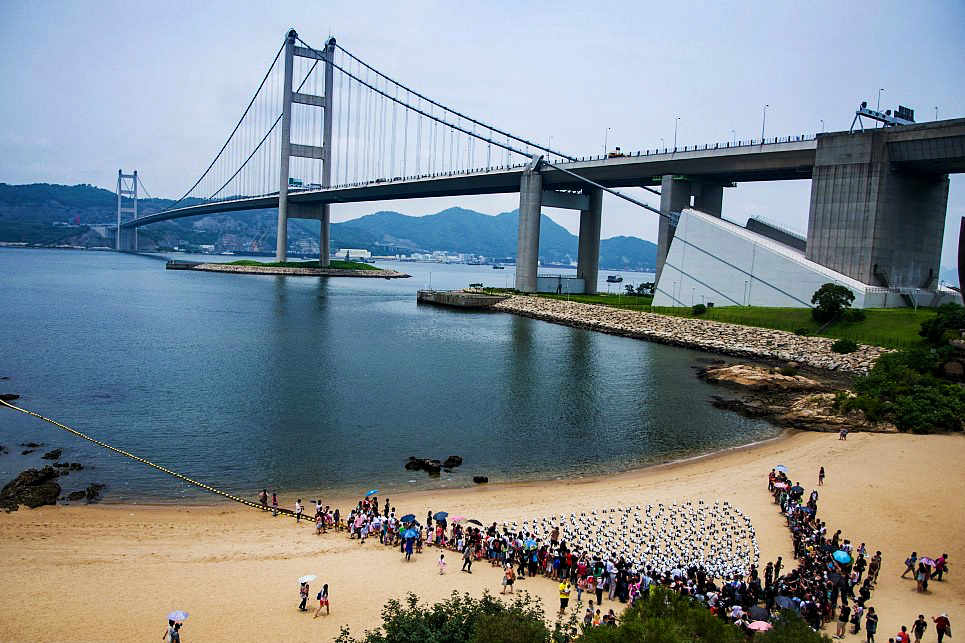 """Hong Kong launches """"plastic-free beaches"""" campaign"""