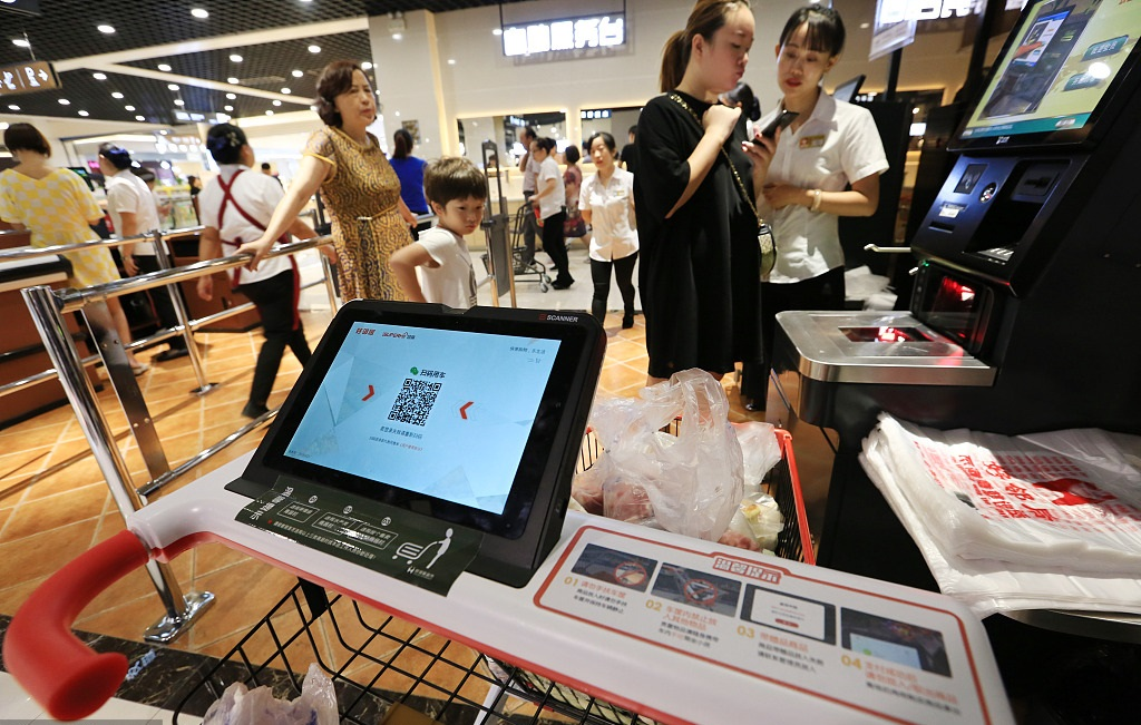 More than half billion Chinese pay by mobile phones: report