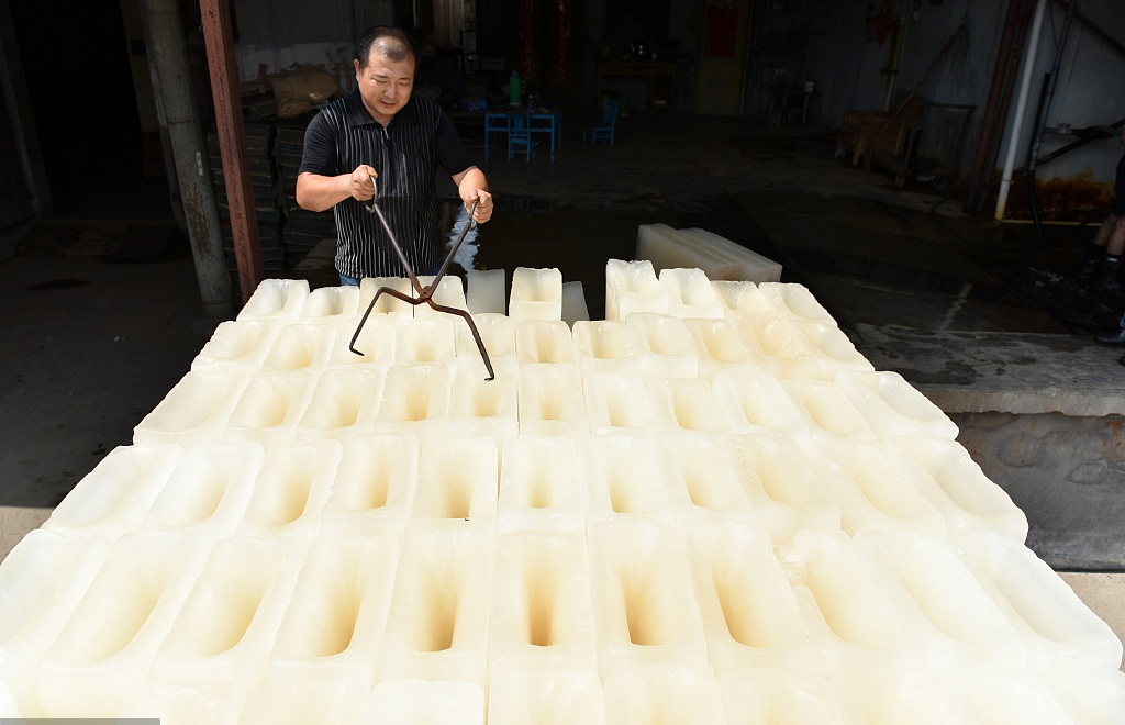Ice a hot seller as heatwave hits Anhui