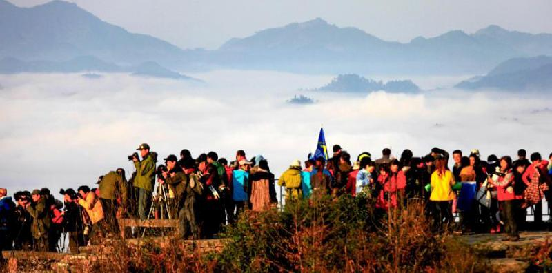 China's tourism industry maintains robust growth in H1