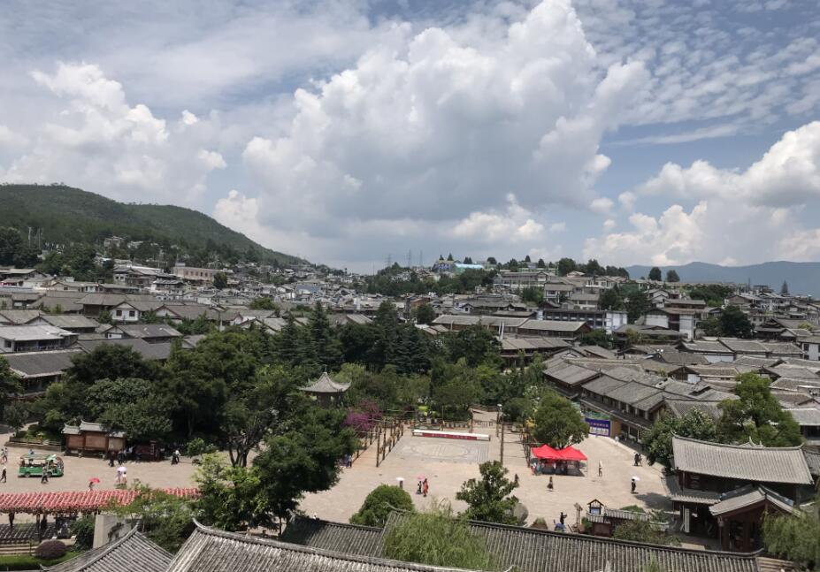 "UNESCO site Lijiang vows to further combat ""over commercialization"" in tourism"
