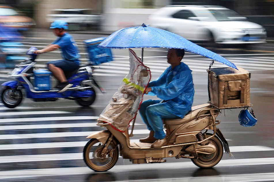 Delivery men mobilized to join food safety supervision in China