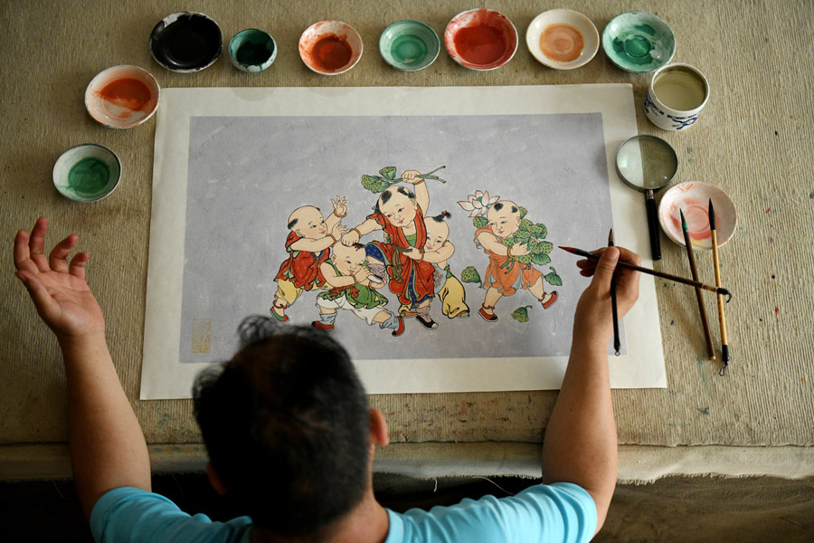 Chinese folk painter gives murals new life on paper