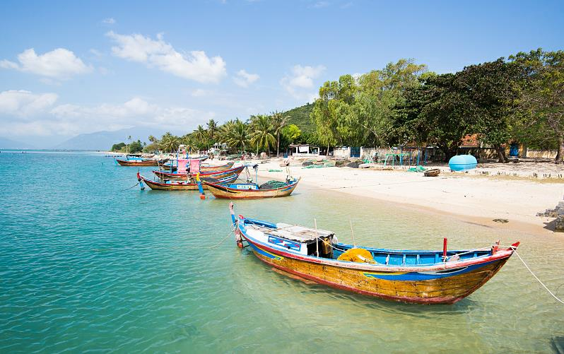 Chinese visitors to Vietnam surge in January-July