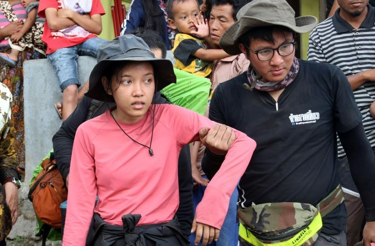 Volcano hikers tell of terror after Indonesia quake