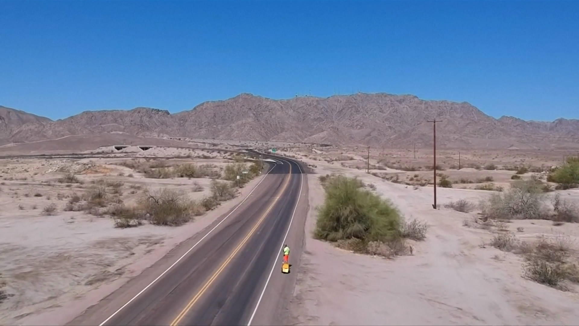 Thrill-seeker takes on US on electric skateboard