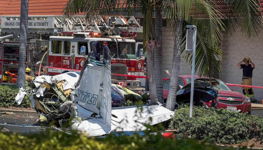 Five people killed after small plane crashes in California