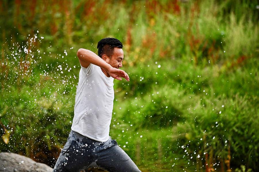 People enjoy 'lingka' in outskirts of Lhasa