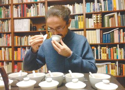 Italian professor devotes 30 years to spreading Chinese tea culture