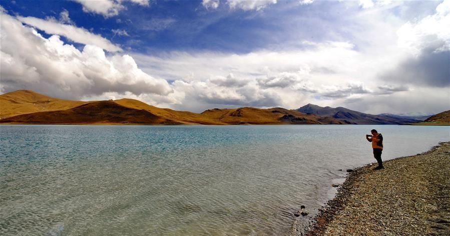 Village on Tibetan plateau bans plastic products to protect environment