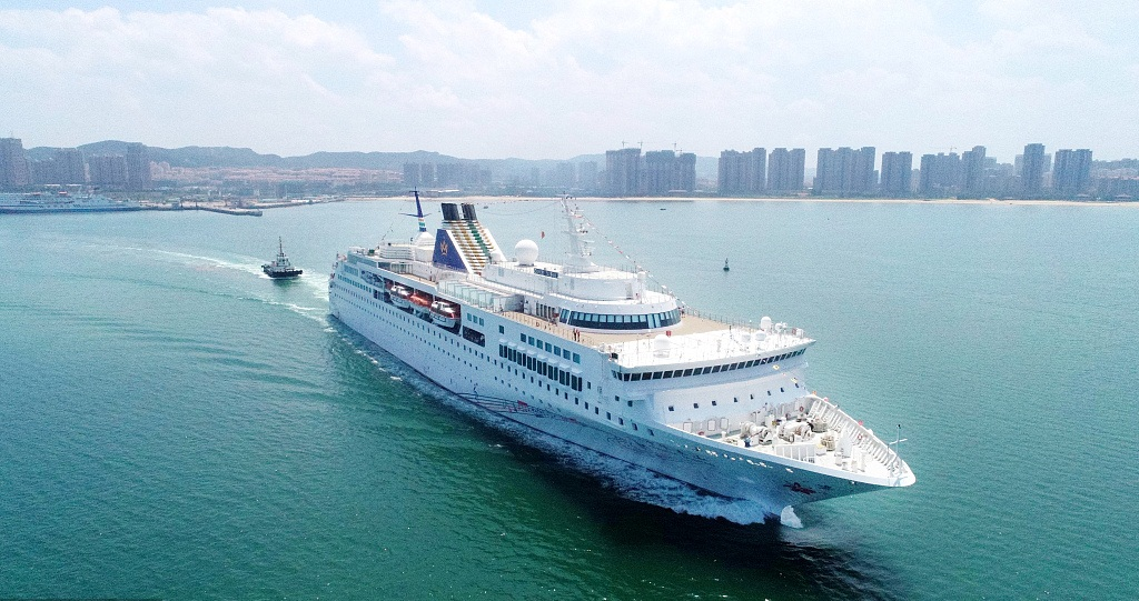 Chinese international cruise ship debut at Weihai Harbour