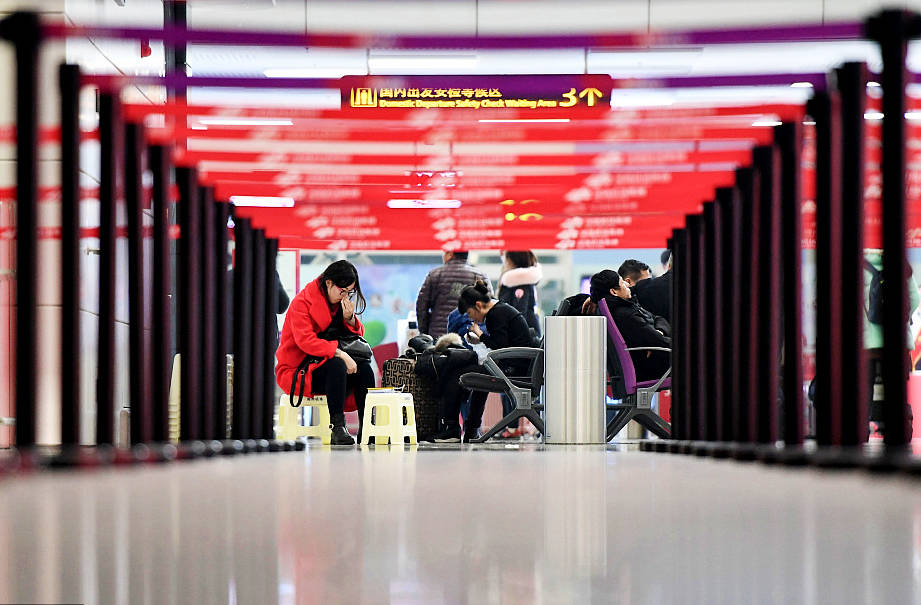 Thunder storm disrupts flights in southwest China