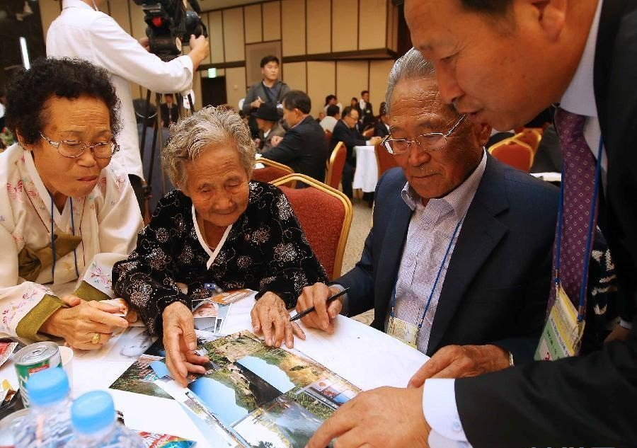 Two Koreas agree on list of families to participate in reunions
