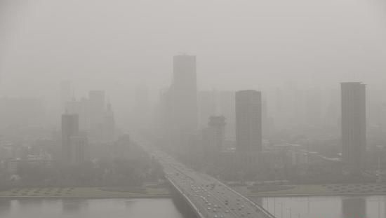 Mayor of China's most polluted city grilled on air quality data fraud