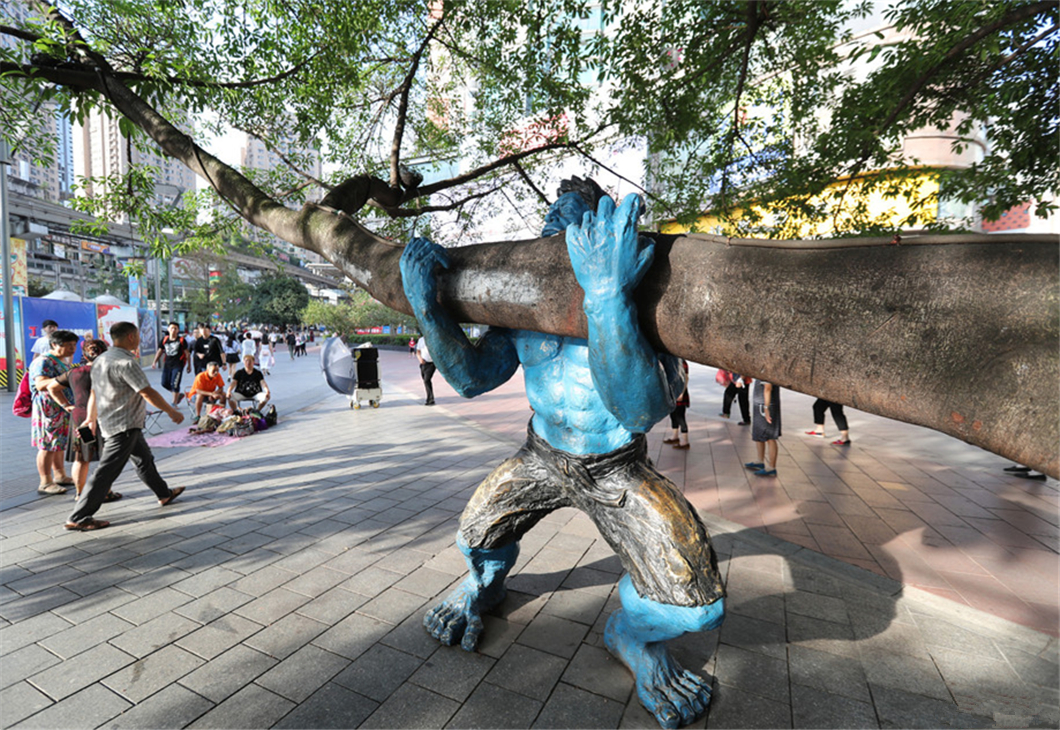 """""""Hulk Grabs"""" for tree safety in Chongqing"""