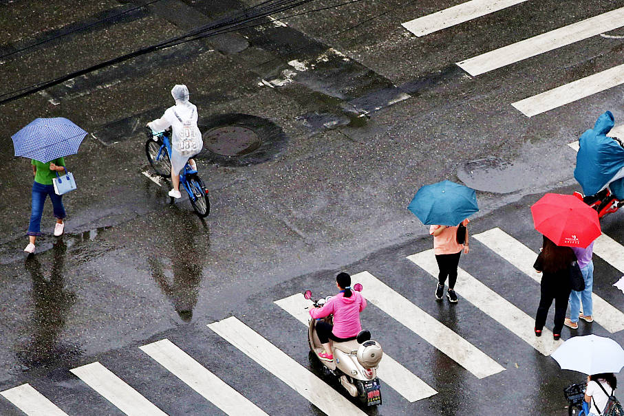 Downpour in Beijing provides respite to scorching weather