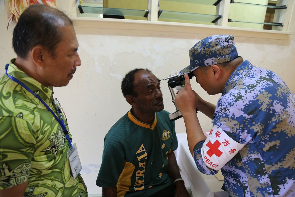 Chinese naval hospital ship offers free medical services to Fijian islanders