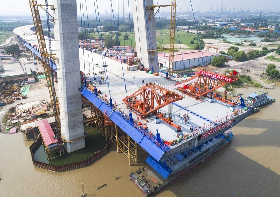 New Yangtze River bridge achieves milestone