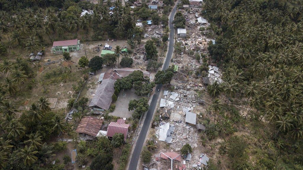 Indonesian quake survivors in despair amid minimum supplies