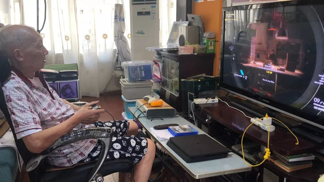Life is short, play more: 83-year-old Chinese secret gamer grandpa