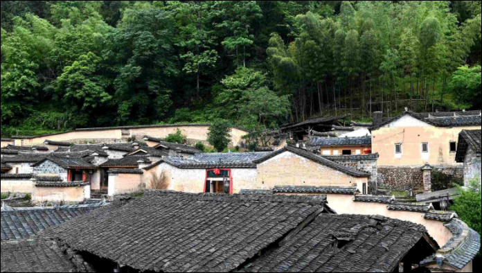 Chinese and French volunteers help save ancient Chinese houses