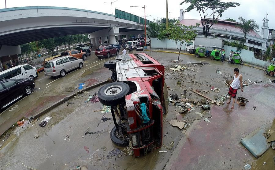 Flooding displaces 383,000 in Philippines