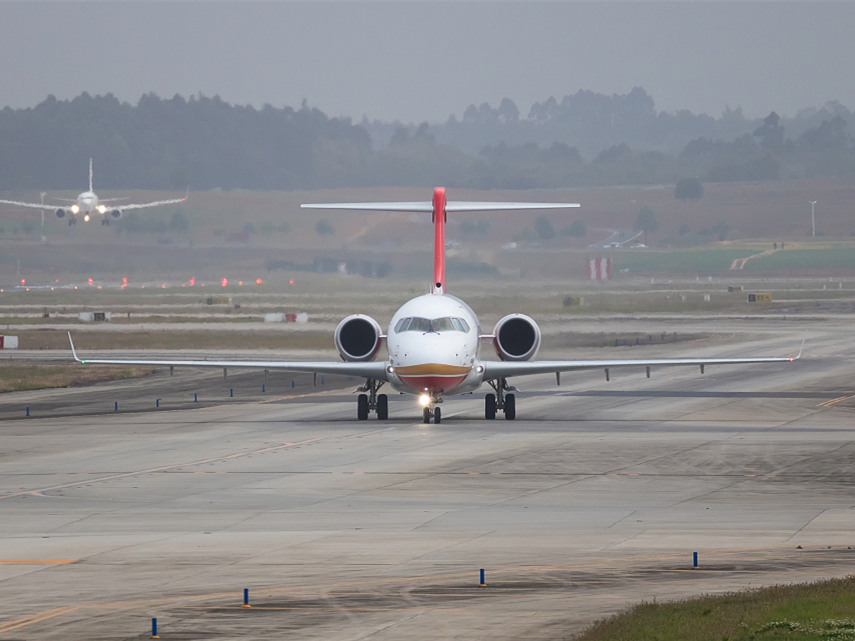 ARJ21 regional plane completes high-temperature flight test