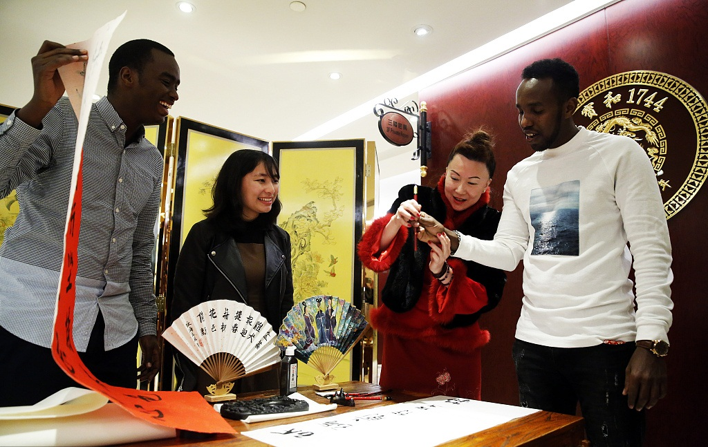 British students come to Shanghai for studying