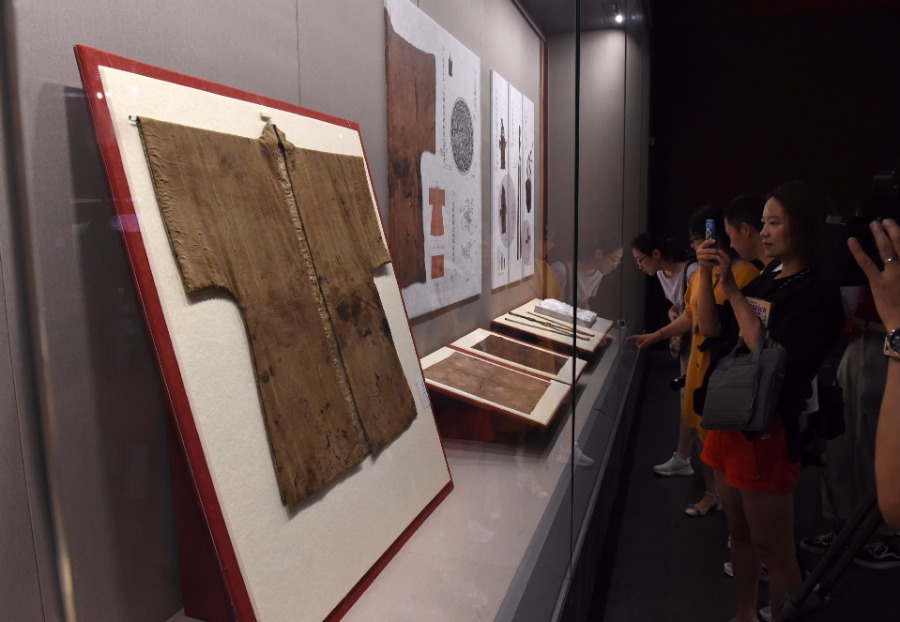 1,000-year-old silk fabrics exhibited in Jiangsu