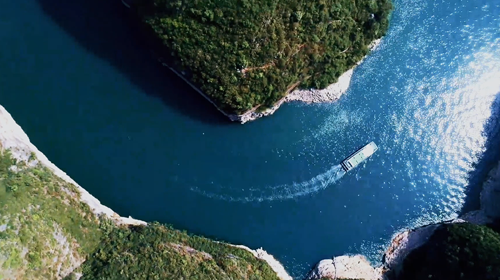 What happens in one minute along Yangtze River?