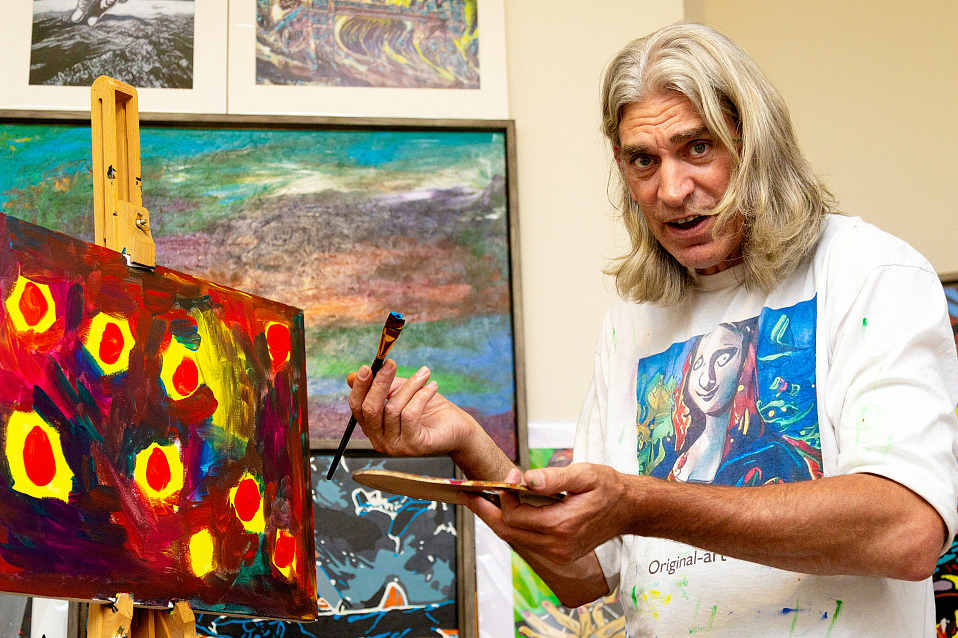 A man finds artistic eye after stroke