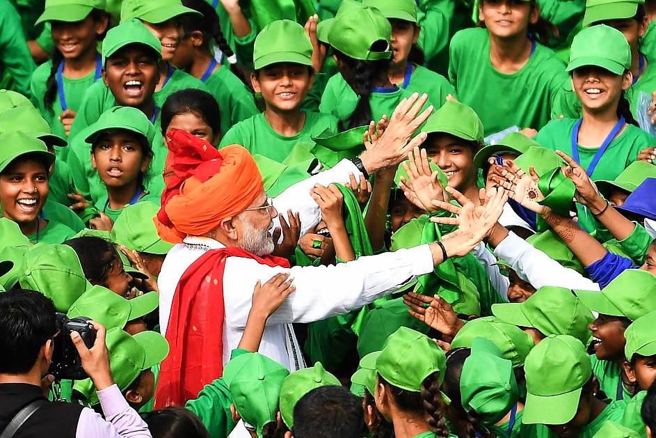 Modi pledges Indian manned space mission, healthcare scheme