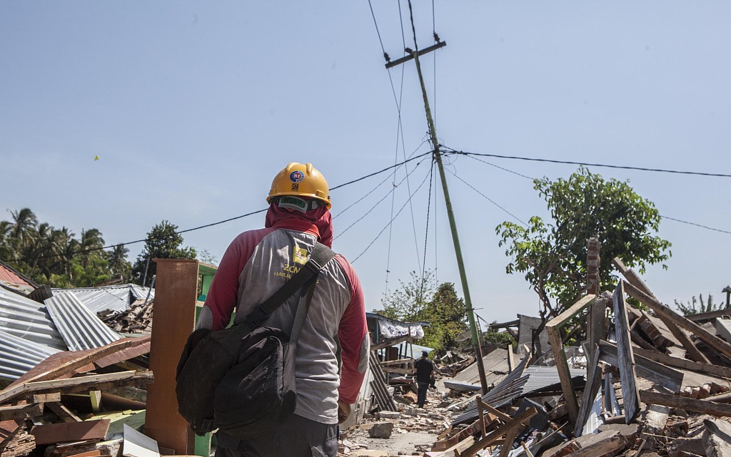 Death toll of Indonesia's earthquake surpasses 460, search for victims continues