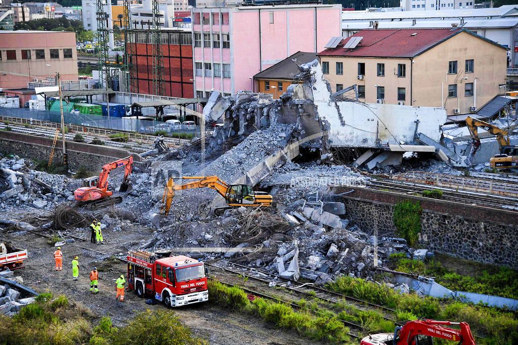 Large pieces of rubble removed 3 days after bridge collapse