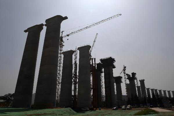 China sees tepid growth in consumption, infrastructure
