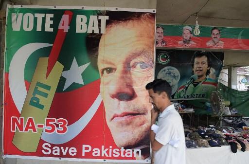 Imran Khan takes oath as Pakistani prime minister