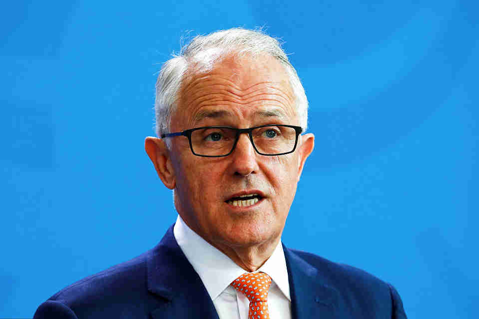Australian prime minister abandons greenhouse gas target