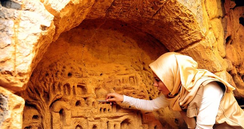 Deserted rebel tunnel transformed to artwork gallery in Damascus