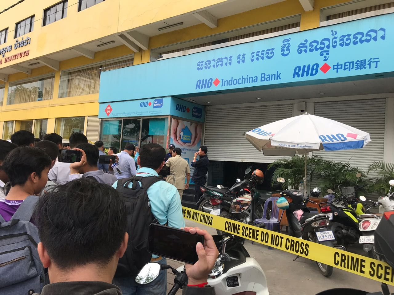 Armed robbers hit bank in Phnom Penh, $100,000 looted