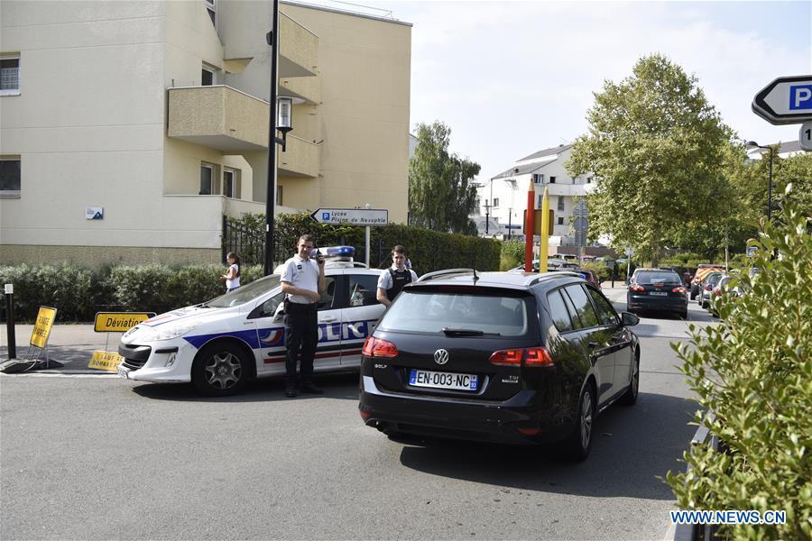 Knife attack in Paris kills 1, injures 2