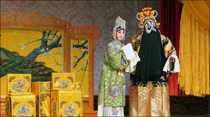 US students visit Shanghai to learn Peking Opera