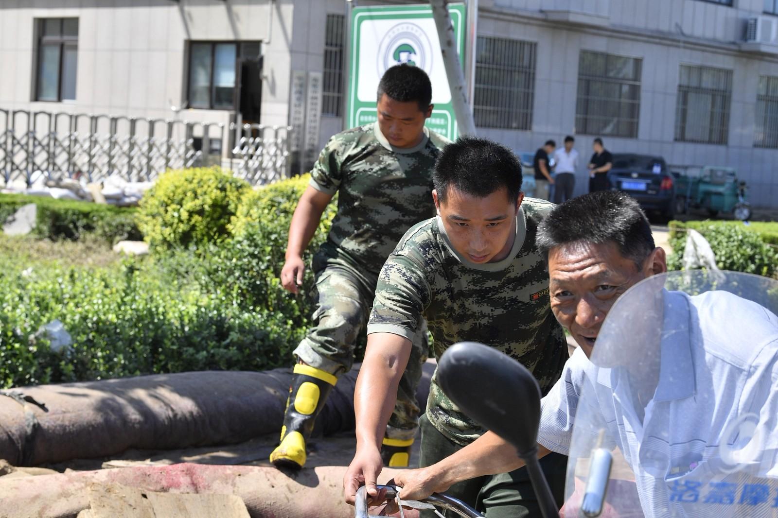 Relief efforts in China's vegetable capital underway